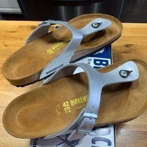 Birkenstock Gizeh, silver sandal
